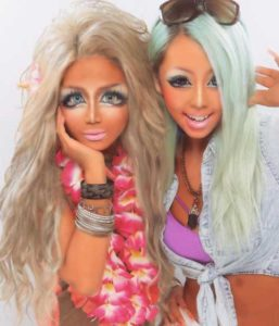 2 girls rocking the Gyaru J Fashion Trend in a photo booth